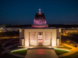 Świątynia Opatrzności Bożej nocą