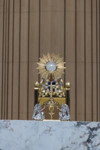 Adoracja Najświętszego Sakramentu w Świątyni Opatrzności Bożej