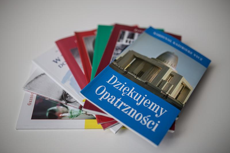 Książki-cegiełki na budowę Świątyni Opatrzności Bożej