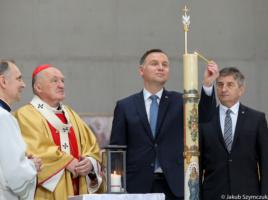 XI Święto Dziękczynienia Prezydent Andrzej Duda zapala Świecę Niepodległości